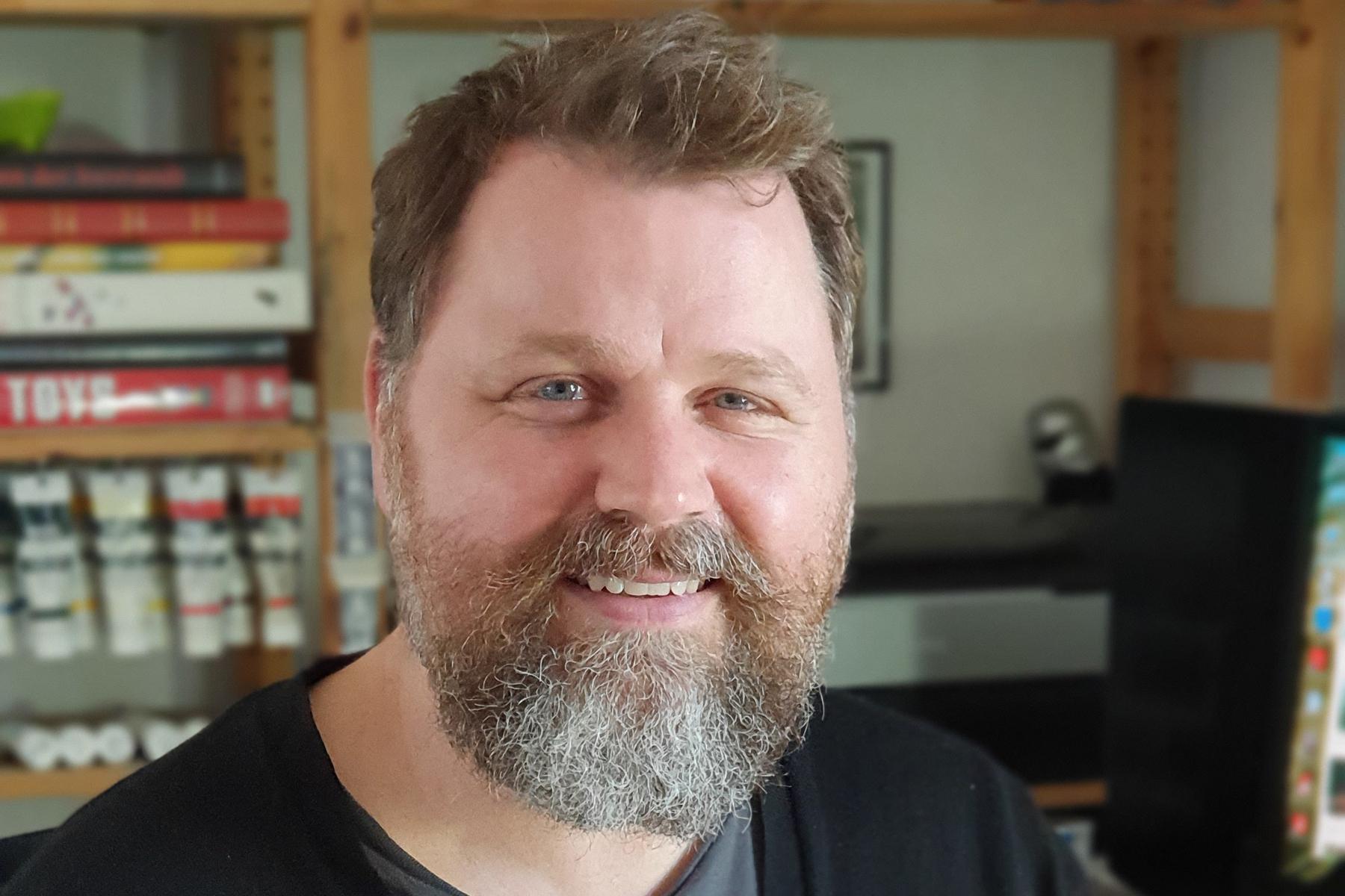 Tomas Björnsson er årets Julemærke-kunstner