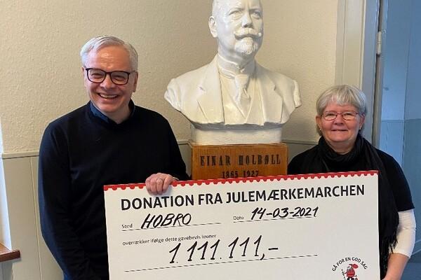 Direktør i Julemærkefonden, Søren Ravn Jensen, og formand for Julemærkemarchen, Birthe Juul