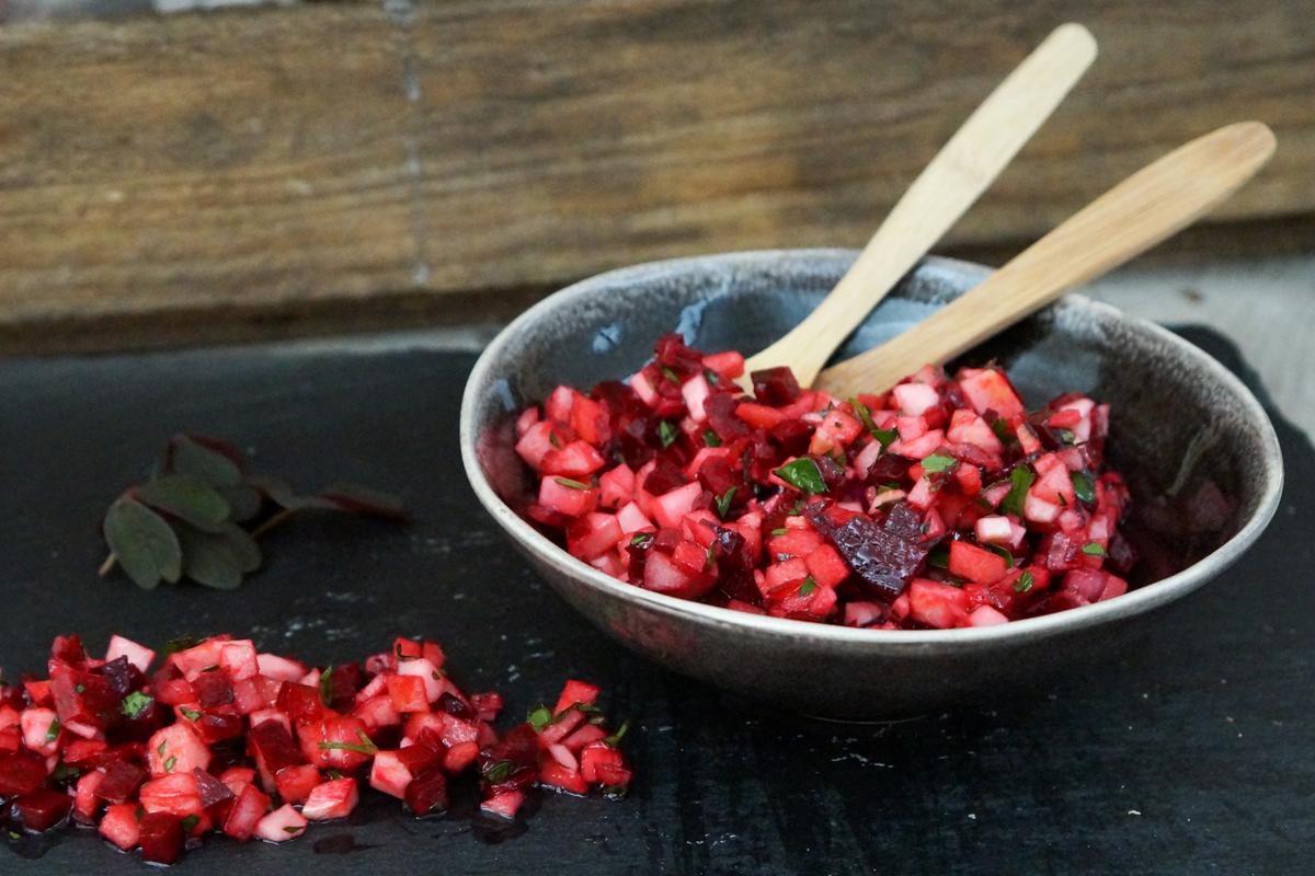 Salat med selleri, æbler og rødbede