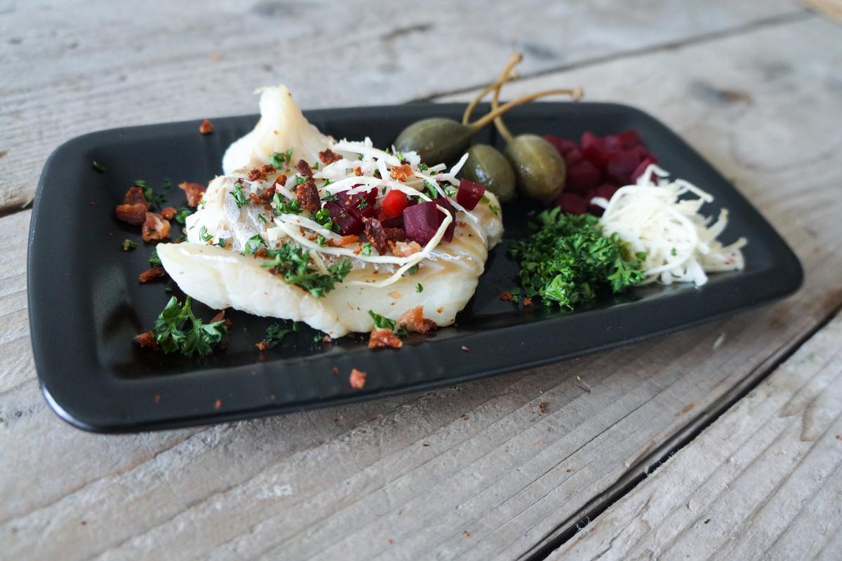 bagt torsk med grøntsager
